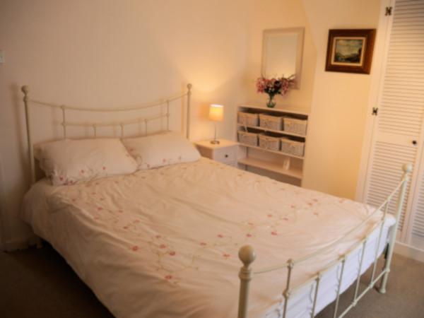 Inglenook Cottage double bedroom