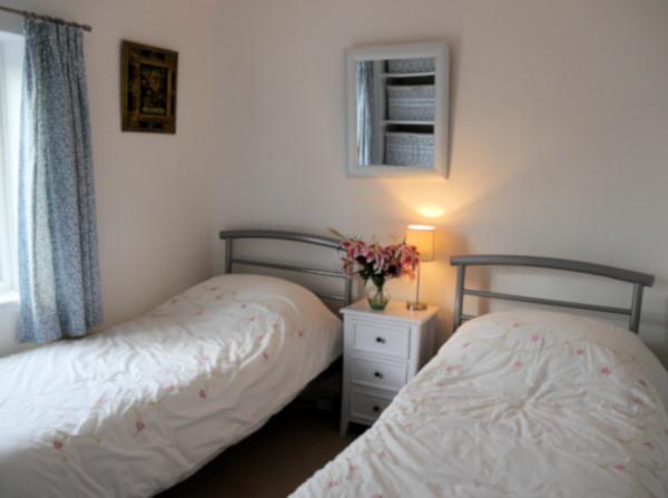 Inglenook Cottage twin bedroom
