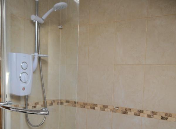 Inglenook Cottage bathroom